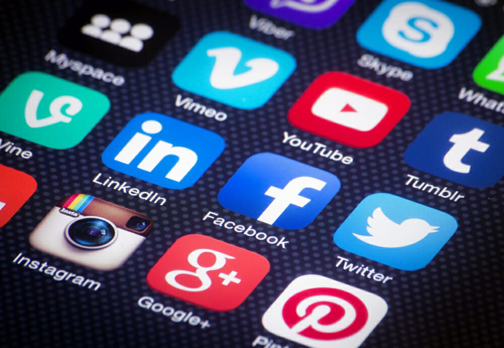 internetmarketing-socialmedia-3993688